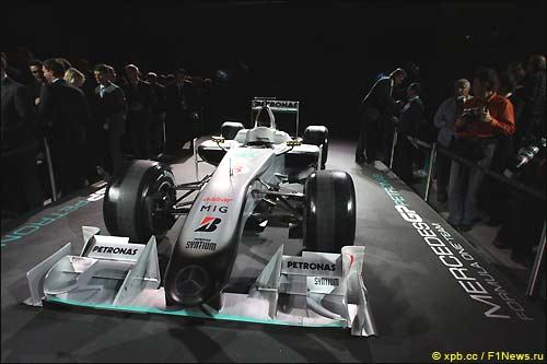 Раскраска Mercedes GP MGP W01