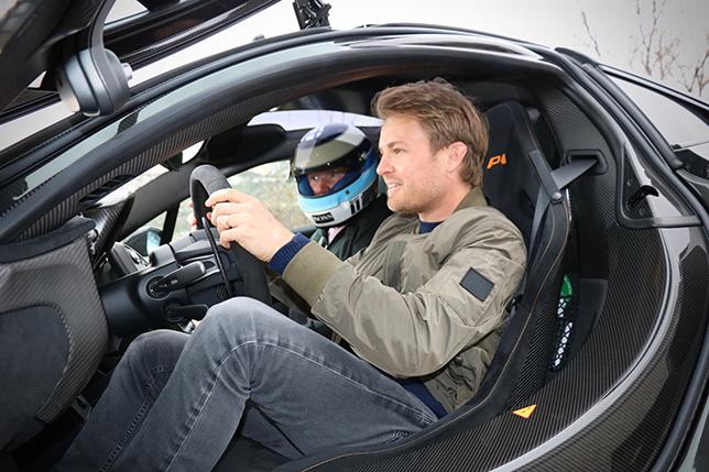 Нико Росберг за рулём McLaren P1 Мики Хаккинена, фото из Twitter Хаккинена