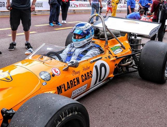 Мика Хаккинен за рулём McLaren M14A образца 1970 года