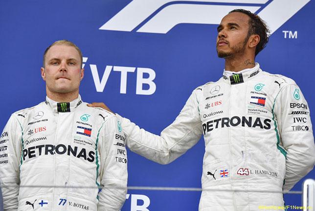 Валттери Боттас и Льюис Хэмилтон на подиуме Гран При России
