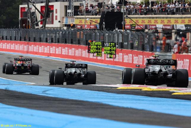 Макс Ферстаппен и гонщики Mercedes