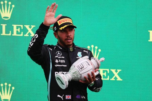Льюис Хэмилтон на подиуме Гран При Венгрии, фото XPB