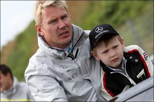 Мика Хаккинен с его сын Хуго