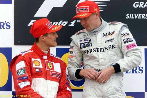 Мика Хаккинен и Михаэль Шумахер на подиуме Гран При Великобритании, 2001 г.