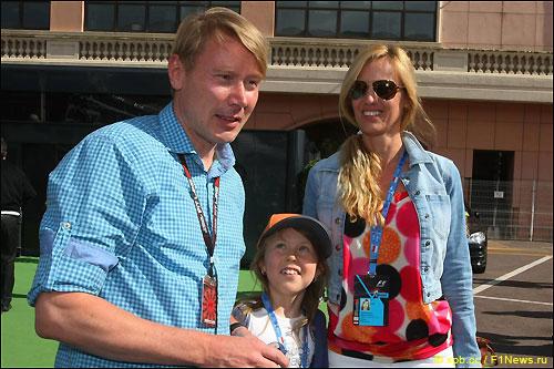 Мика Хаккинен с подругой Маркетой Ремезовой и дочкой от первого брака Айной-Юлией