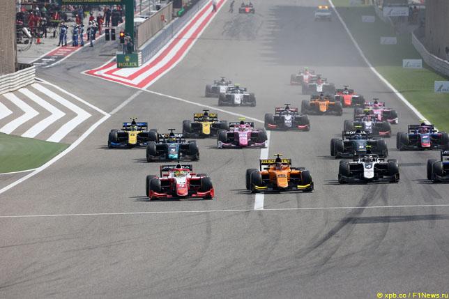 Старт гонки Формулы 2 в Бахрейне, 2019 год