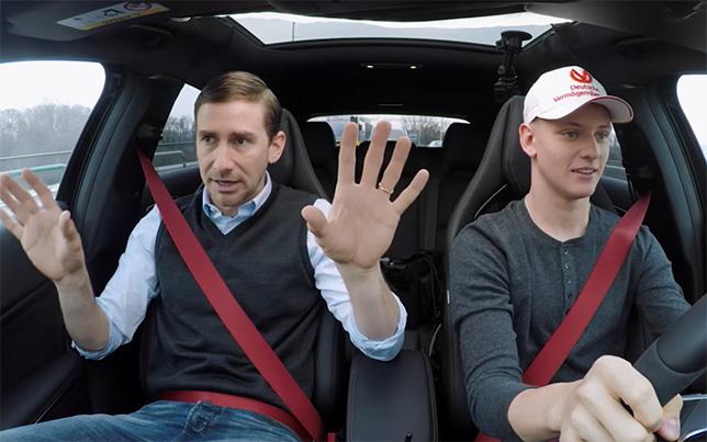 Мик Шумахер в роли учащегося автошколы, в роли инструктора - Harry G