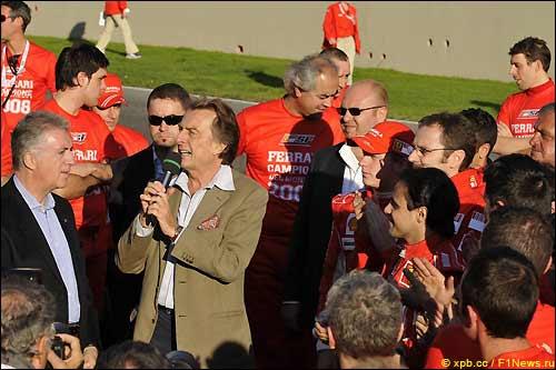 Лука ди Монтедземоло (в центре) на празднике Ferrari в Муджелло