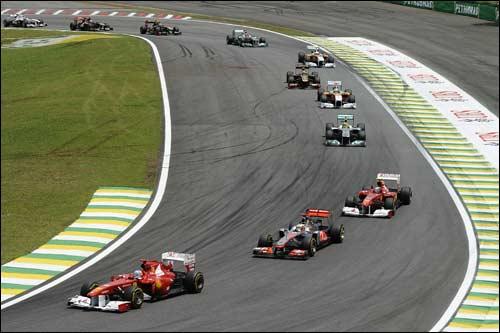 Гонщики Ferrari на трассе Гран При Бразилии