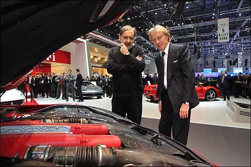 Лука ди Монтедземоло (справа) и управляющий директор концерна Fiat Серджио Марккионе на женевском автосалоне