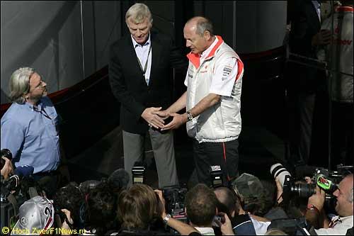 Публичное примирение Макса Мосли и Рона Денниса на Гран При Бельгии 2007 г.