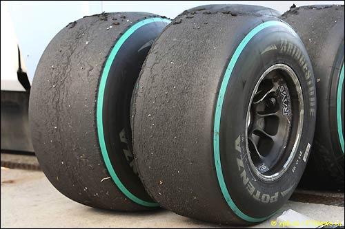 Слики Bridgestone на тестах в Хересе