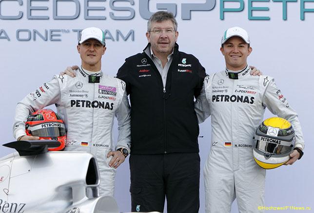 Росс Браун с Михаэлем Шумахером и Нико Росбергом, 2011 год