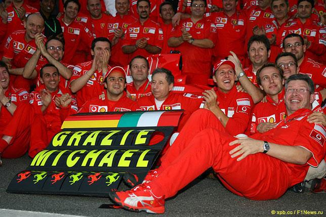 Ferrari чествует Михаэля Шумахера, завершившего выступления за команду из Маранелло, Гран При Бразилии 2006 года