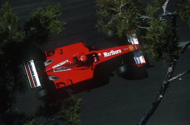 Михаэль Шумахер за рулём Ferrari F2001 на трассе Гран При Монако