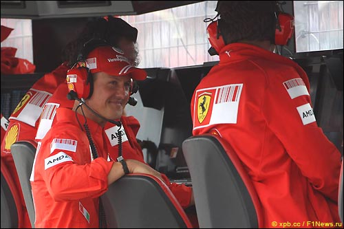 Михаэль Шумахер и Стефано Доменикали на командном мостике Ferrari