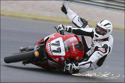 В последнее время Михаэль Шумахер не раз падал с мотоцикла...