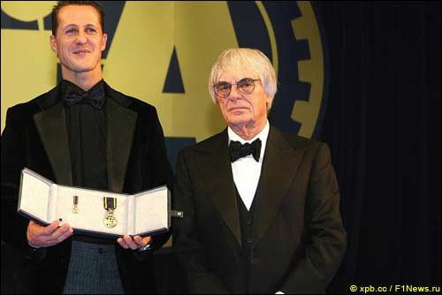 Берни Экклстоун и Михаэль Шумахер на церемонии FIA, 2006 г.
