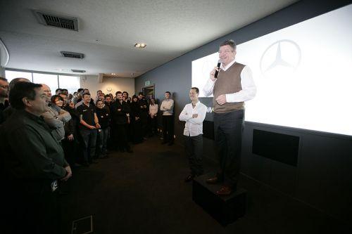 Михаэль Шумахер и Росс Браун на пресс-конференции в Брэкли