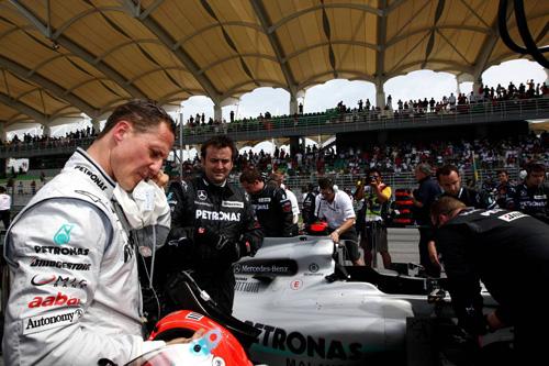 Михаэль Шумахер на стартовой решетке Гран При Малайзии