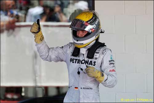 Нико Росберг радуется третьему месту в Гран При Великобритании