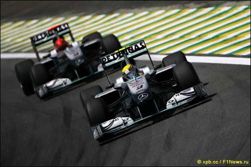 Пилоты Mercedes GP на трассе Гран При Бразилии