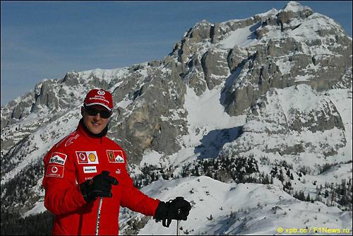 Михаэль Шумахер катается на лыжах на традиционном фестивале Wrooom, который проводила Ferrari, 2006 год