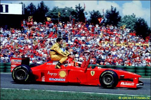 Михаэль Шумахер подвозит Джанкарло Физикеллу на Гран При Германии 1997 года