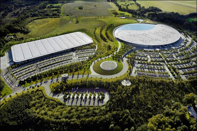 Вид на McLaren Technology Center