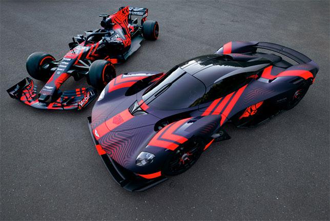 Aston Martin Valkyrie (справа) в Сильверстоне