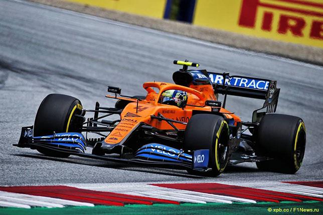 Ландо Норрис на трассе в Шпильберге за рулём McLaren MCL35