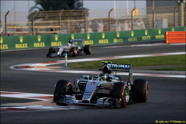 Нико Росберг лидирует в Гран При Абу-Даби