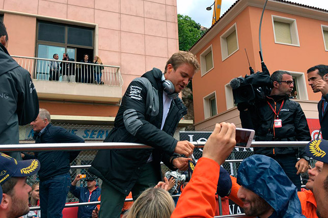 Нико Росберг на параде пилотов перед Гран При Монако