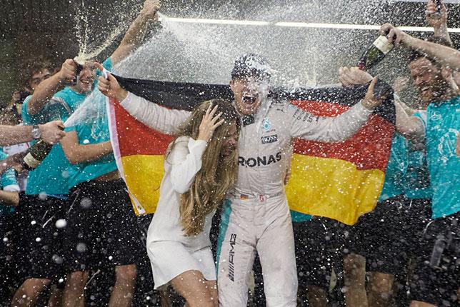 Нико Росберг и его жена Вивиан после финиша Гран При Абу-Даби