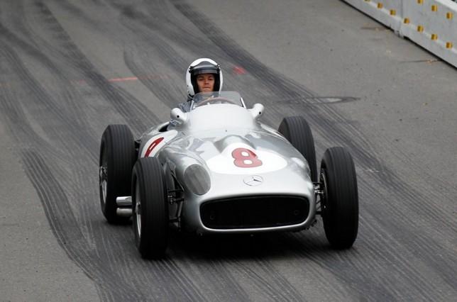 Нико Росберг за рулём одного из экспонатов музея Mercedes-Benz