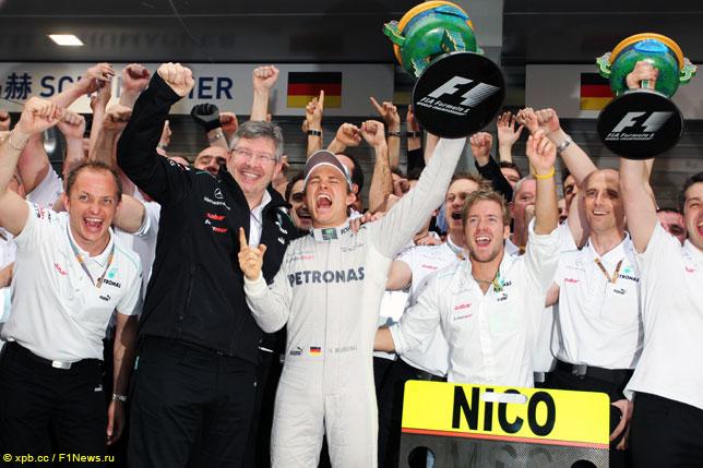 Нико Росберг празднует победу в Гран При Китая 2012 года
