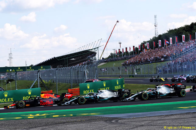 Борьба Макса Ферстаппена и гонщиков Mercedes
