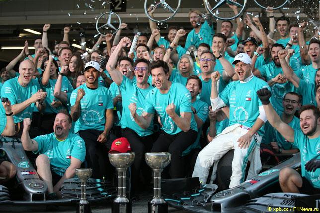 В Mercedes празднуют досрочную победу в Кубке конструкторов