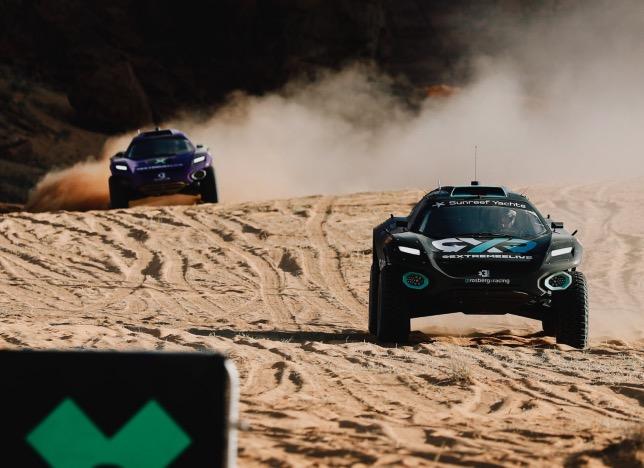 Йохан Кристофферссон лидирует в полуфинальной гонке Extreme E, фото Rosberg X Racing
