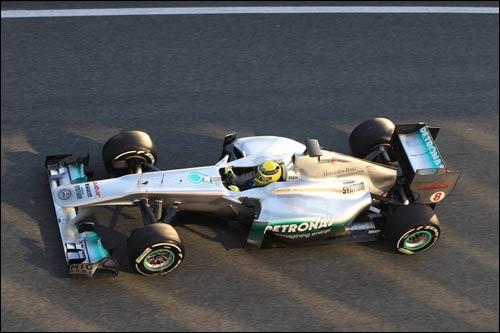 Нико Росберг за рулем Mercedes MGP W02 на тестах в Хересе