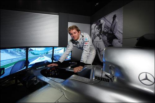 Нико Росберг у симулятора Mercedes