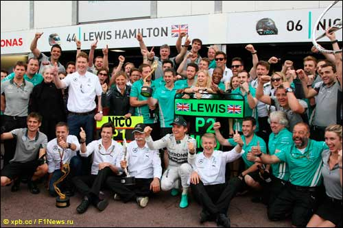 В Mercedes празднуют победу