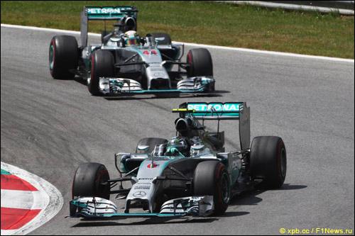 Нико Росберг и Льюис Хэмилтон на Гран При Австрии
