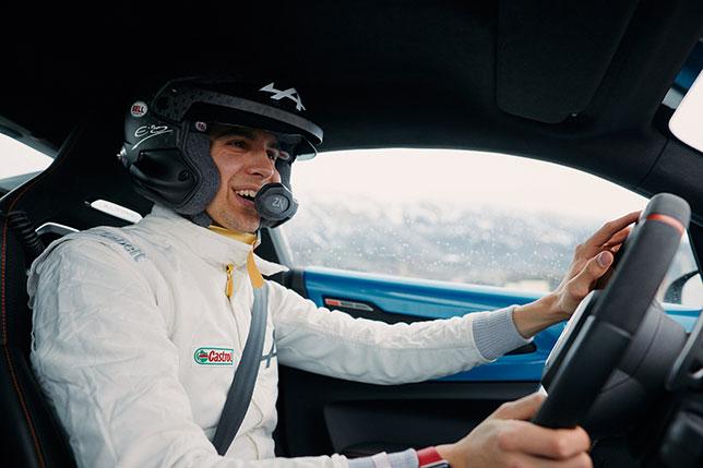 Эстебан Окон за рулём спорткара Alpine на трассе Ралли Монте-Карло, фото из Twitter гонщика