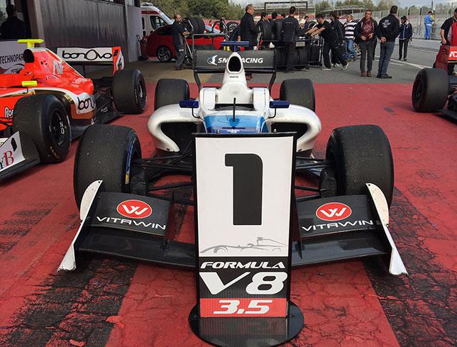 Машина Егора Оруджева после финиша гонки в Барселоне