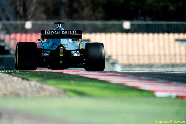 Серхио Перес за рулём Force India VJM10 в Барселоне