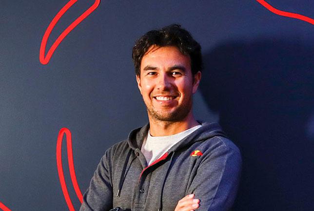 Серхио Перес на базе Red Bull Racing в Милтон-Кинсе, фото пресс-службы команды
