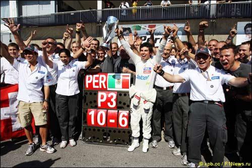 Команда Sauber празднует третье место Серхио Переса в Гран При Канады