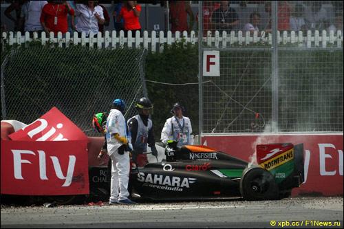 Машина Серхио Переса после аварии на Гран При Канады