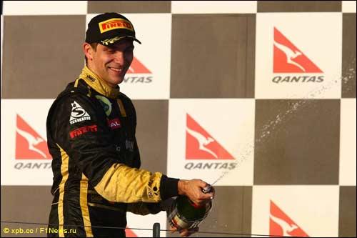 Виталий Петров на подиуме Гран При Австралии